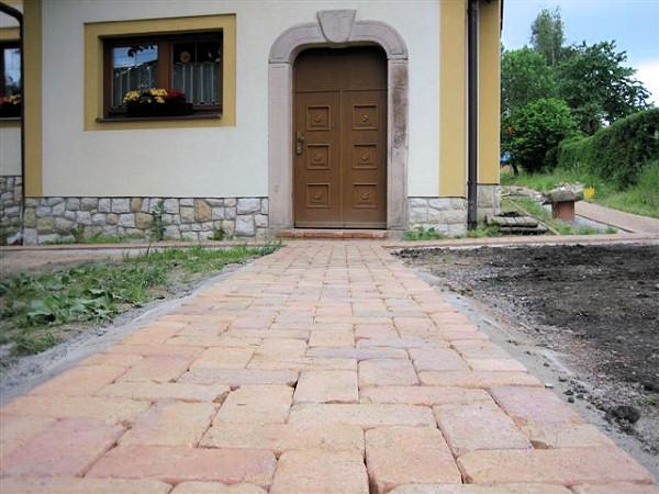 weg pflastern affordable pflaster steine rot ca boden terasse einfahrt weg with weg pflastern. Black Bedroom Furniture Sets. Home Design Ideas